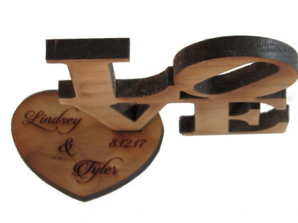 0003842_love-block-wooden-picture-holder-4-x-4-with-metal-heart-at-4-12-high.jpeg