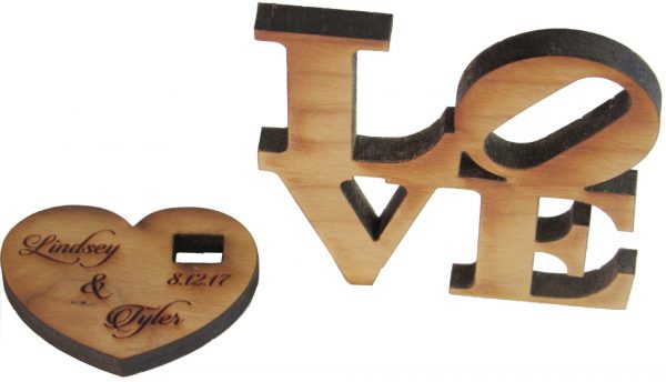 0003846_love-block-wooden-picture-holder-4-x-4-with-metal-heart-at-4-12-high.jpeg